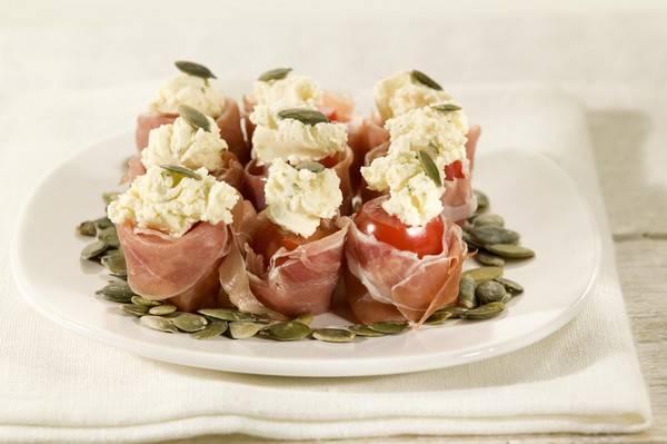 Gevulde cherrytomaat met serrano-ham recept