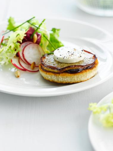 Recept 'salade met geitenkaas, jonagold en luikse siroop'
