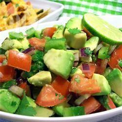 Salade van avocado, tomaat en paprika recept
