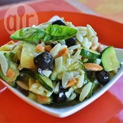 Salade van orzo en courgette recept