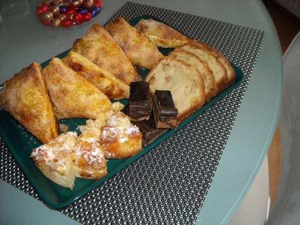 Appelflappen van bladerdeeg met custard en rozijnen recept ...