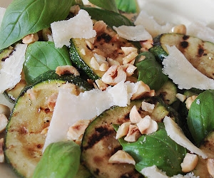 Courgettesalade met hazelnoten van ottolenghi recept