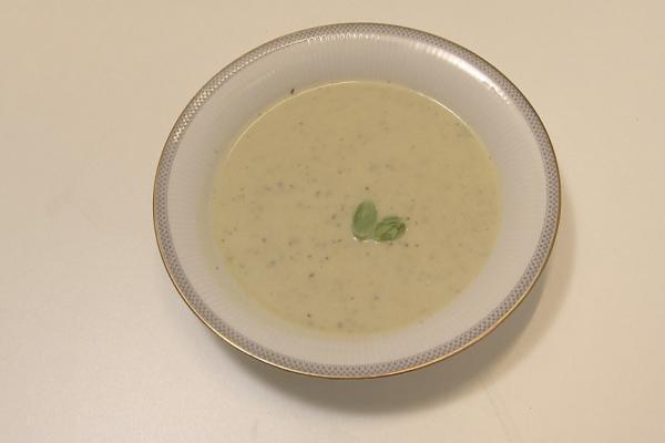 Courgettesoep met groene pesto en mascarpone