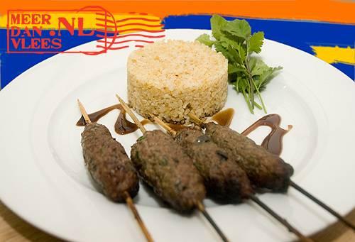 Adana kebab met bulgur en kirmizi lahana salatasi recept ...