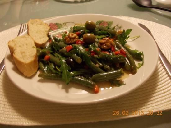 Zoetzure sperziebonensalade met paprika, rucola en walnoten ...