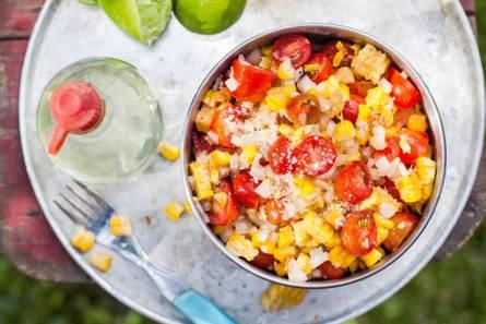 Gegrilde mais met tomaatjes