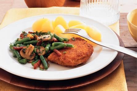 Kip cordon bleu met sperziebonen en spekjes