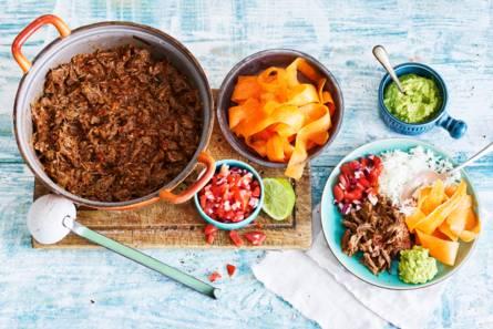 Pulled beef-carnitas met salsa en avocadopuree