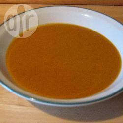 Veganistische linzen- en tomatensoep recept