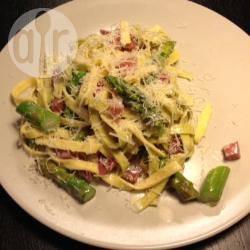 Tagliatelle met asperges en spek recept