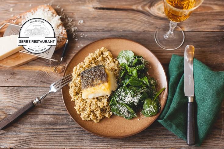 Kabeljauwfilet met quinoa, parmezaan en een waterkerssalade ...