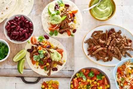 Mexicaanse wraps met salsa en gekruid rundvlees