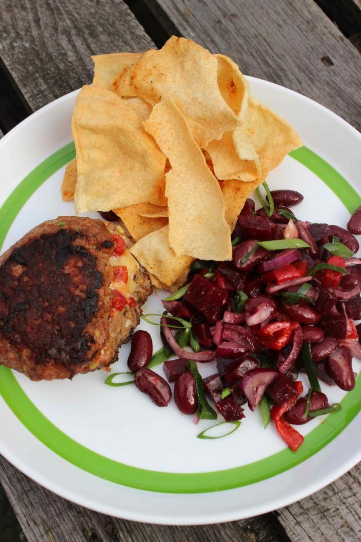 Recept 'jalapeno-cheddarburgers met zelfgemaakte tortilla chips ...