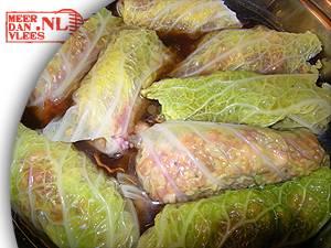 Koolrolletjes van savooiekool met verse worst recept