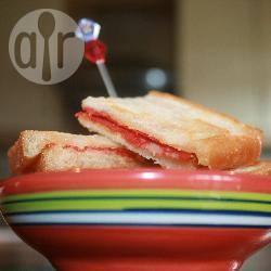 Gebakken sandwichhapjes met chorizo recept
