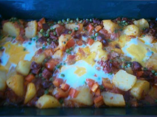 Spaanse aardappelschotel met chorizo en ei recept