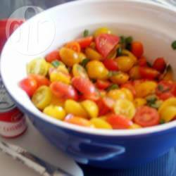 Zomerse tomatensalade met verse kruiden recept