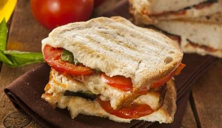 Panini prosciutto, mozzarella, tomaat recept