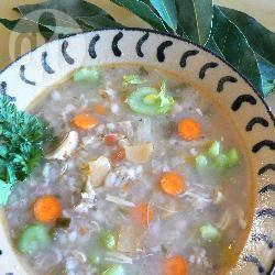 Hartige kippensoep met groenten en gort recept
