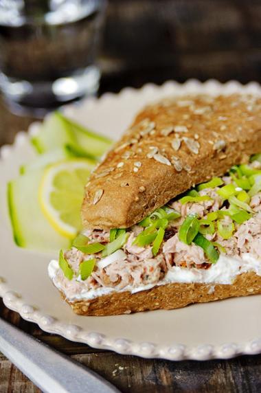 Recept 'broodje tonijn met griekse yoghurt en zongedroogde ...