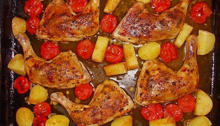 Mediterrane kip met knoflook en tomaatjes recept