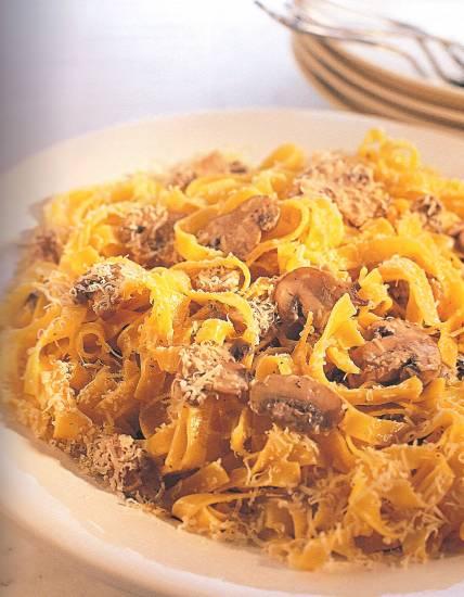 Pasta met paddenstoelen, witte wijn en room. recept
