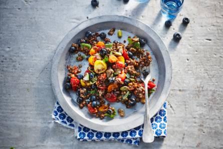 Linzensalade met tomaat en blauwe bes