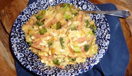 Broccolistamppot met ham, ei en ui recept