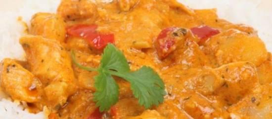 Kipfilet in kerrie-kokossaus met groenten en koriander recept ...