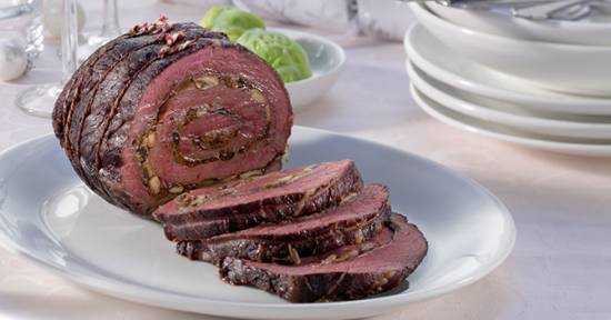 Gevulde lenderollade met rauwe ham en paddenstoelen recept ...