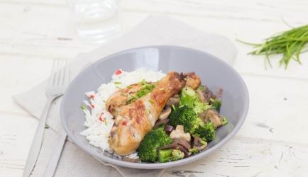 Gemarineerde kip en oosterse rijst met gewokte groente recept ...