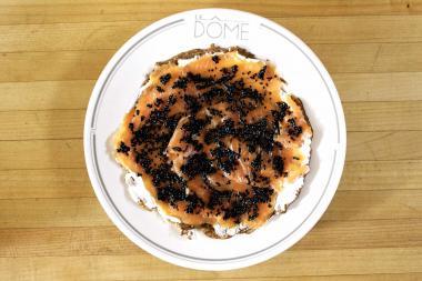 Recept 'boekweitpannenkoeken met gerookte zalm en kaviaar'