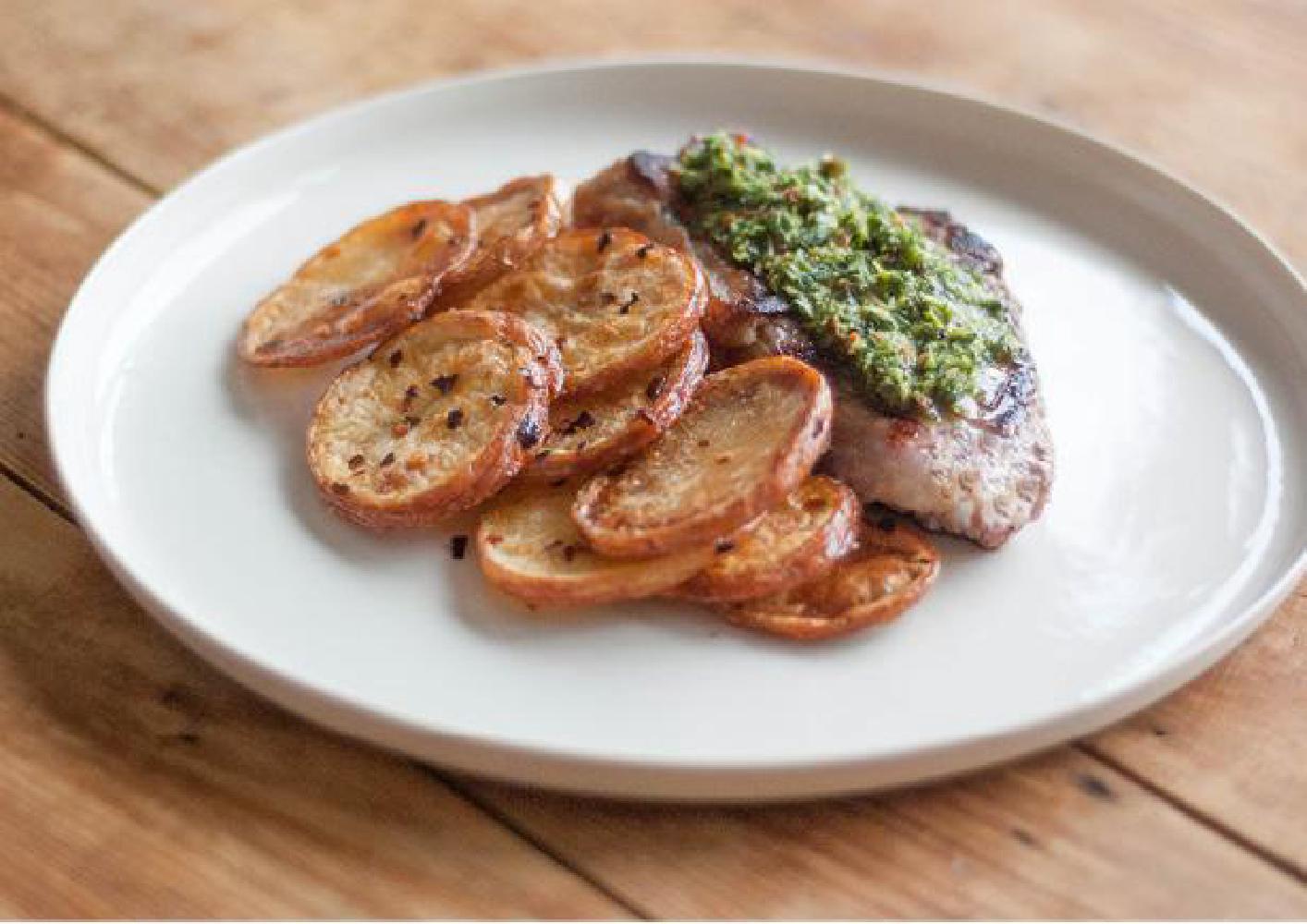 Biefstuk met chimichurri, bataat en rode bietensalade recept ...