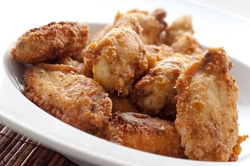 Krokante gefrituurde kippenvleugels recept