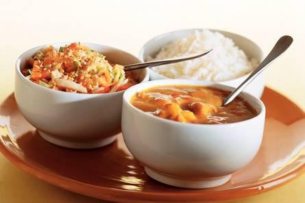 Kipcurry met wortelsalade