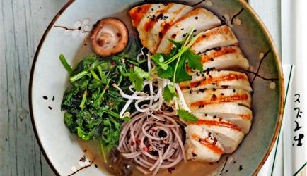 Kipramen met spinazie recept