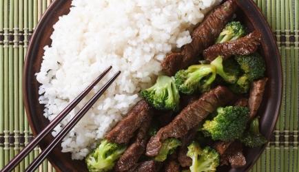 Biefstuk in oestersaus met broccolini recept