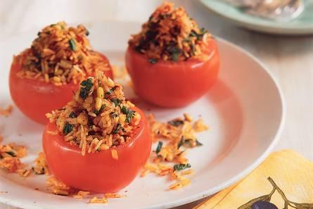 Met rijst gevulde tomaten