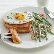 Pantosti's met zalm en gebakken ei recept