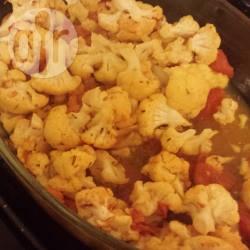 Bloemkool met tomaten en knoflook uit de oven recept