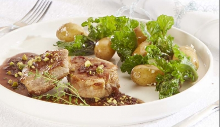 Varkenshaasje in sjalotsaus met gewokte flouwer sprouts recept ...