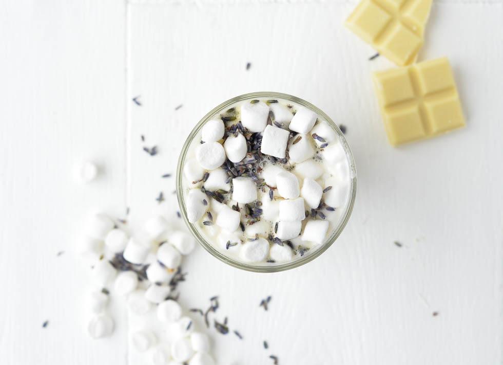 Weekendbites: witte chocolademelk met lavendel