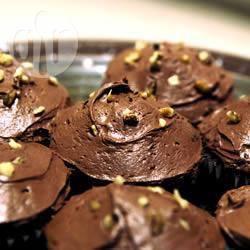 Chocoladecakejes met courgette en chocoladeglazuur recept ...
