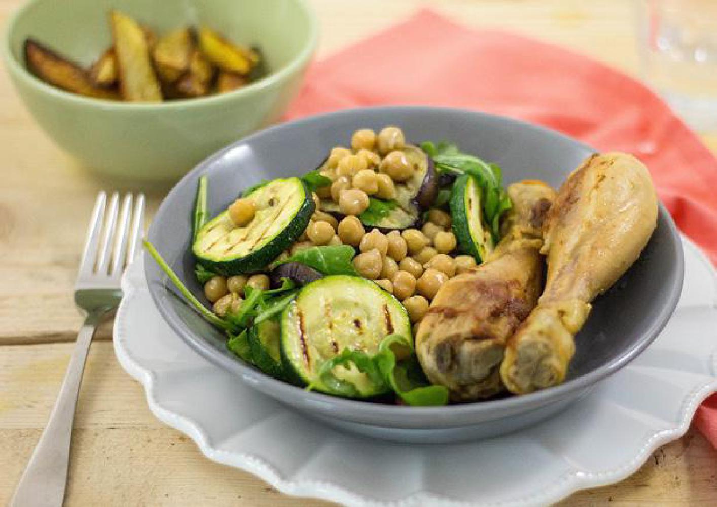 Drumsticks met gegrilde groentesalade recept