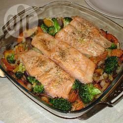 Zalm op een bedje van groentes recept