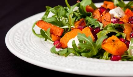 Salade met gegrilde pompoen en granaatappelpitjes recept ...