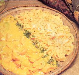 Gepocheerde zalm met champignons in een kerriesaus recept ...