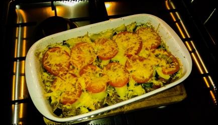 Ovenschotel met gehakt, courgette en tomaat. recept