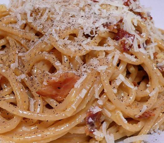 Spaghetti carbonara met gerookte zalm recept