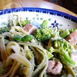 Groene pasta met broccoli en ham recept